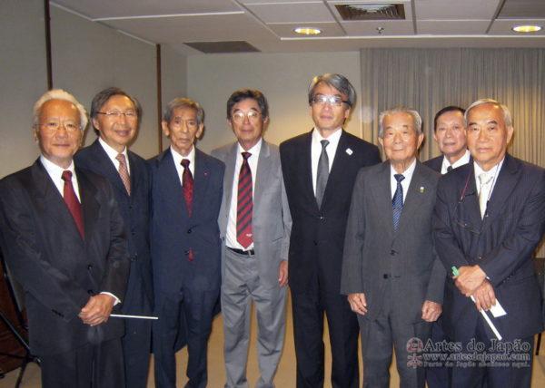 adj_1o-ministro-japao-surpreende-comunidade-rj_7