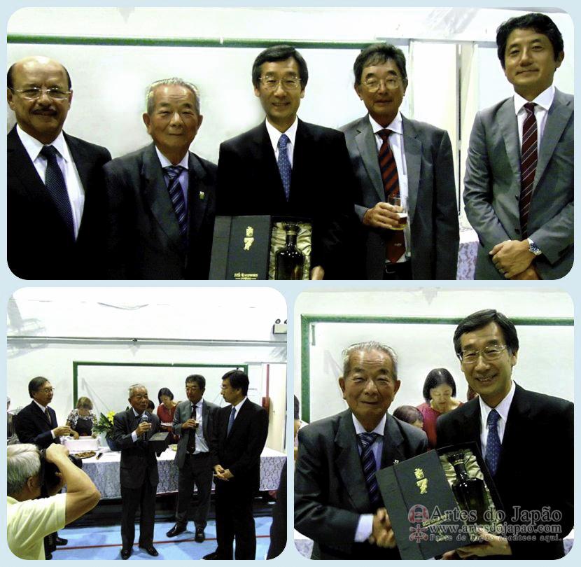 Embaixador Satoru Satoh recebeu lembrança.